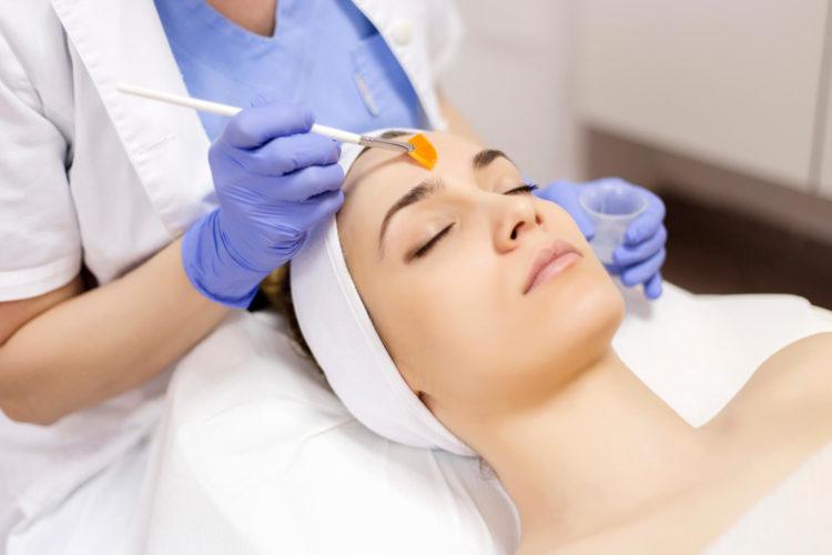 Você sofre com manchas na pele? Esse problema tem solução! Separamos algumas dicas de tratamento que podem ajudar você!
