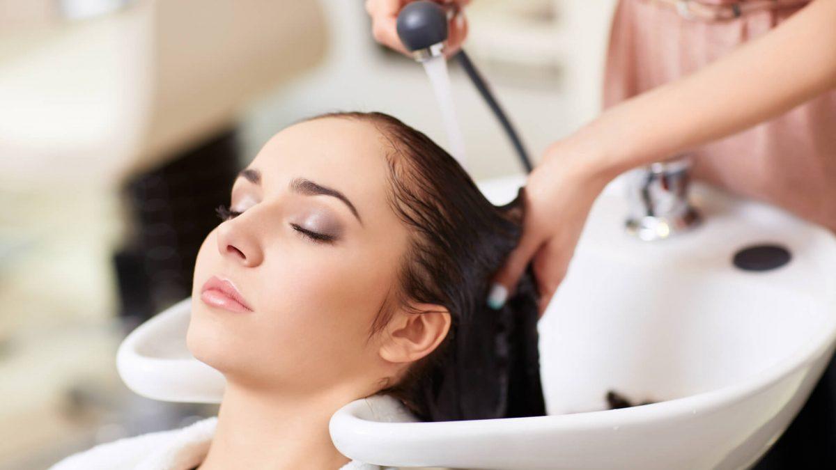 Você sabe o que é terapia capilar? Leia o artigo que preparamos sobre o assunto e descubra o que é esta técnica e quais são os benefícios para o cabelo!