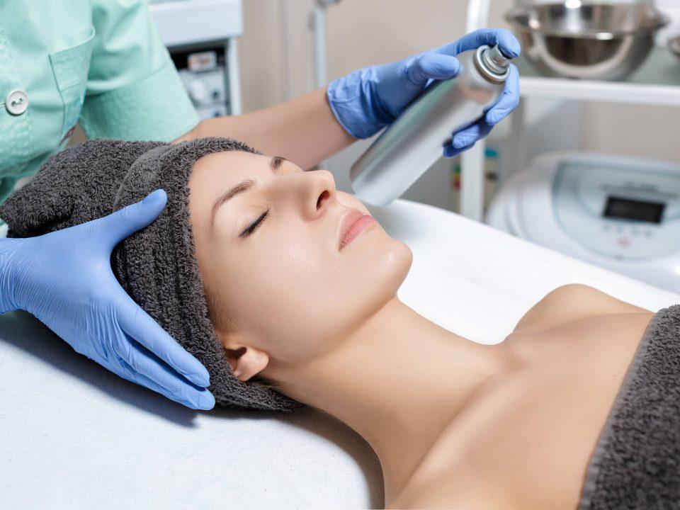 Alguns cuidados após limpeza de pele devem ser levados em consideração, para manter a pele bonita por mais tempo. Confira