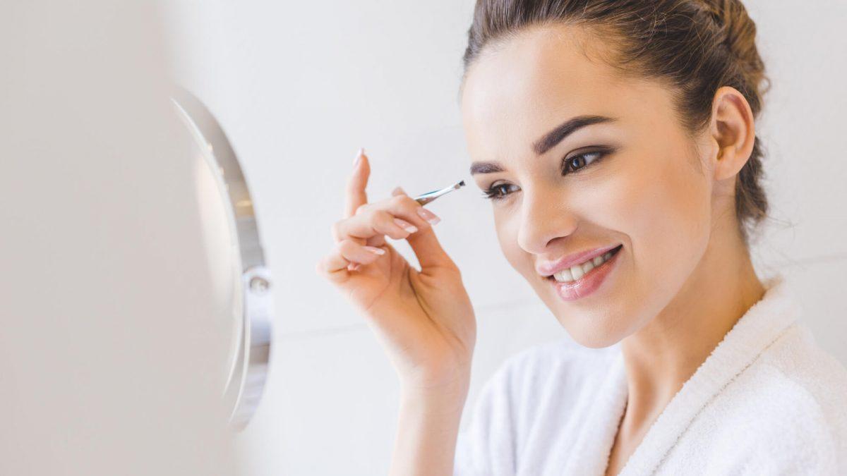 Será que o seu rosto combina com a sobrancelha dos seus sonhos? Venha descobrir os diferentes formatos de sobrancelhas no nosso artigo!