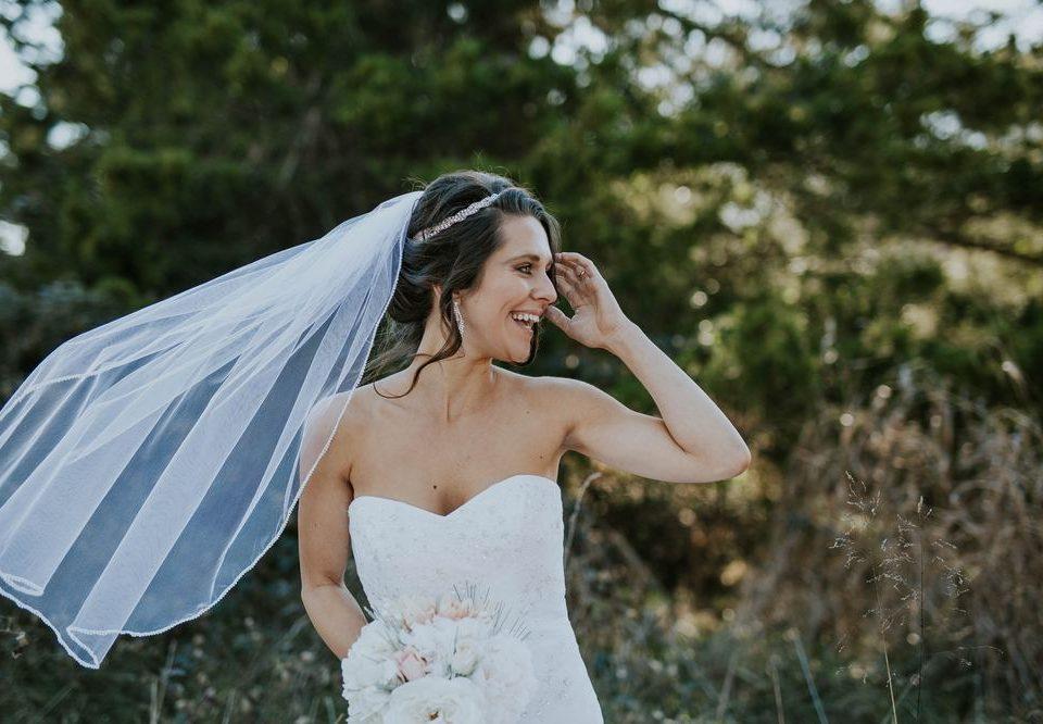 Acertar na maquiagem para casamento não é missão impossível. Basta apostar nas dicas que trouxemos neste artigo e aproveitar o grande dia para arrasar.